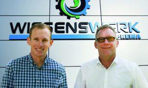 Winfried Traub, Geschäftsführer der Soprema GmbH (rechts), und Christian Völz, zukünftig verantwortlich für die Steuerung des operativen Geschäftes von Pavatex