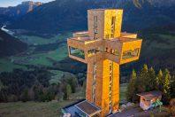 Holzturm für Gipfelstürmer