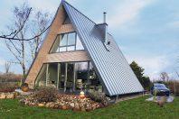 Das Wochenendhaus mit geklicktem Dach