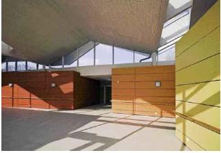 Pflegeheim: Ein Dach wirft Falten