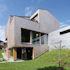 Einfamilienhaus: Verdrehtes Dach mit tollen Aussichten