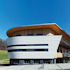 Büro- und Produktionsgebäude: Weiße Welle mit Anhang