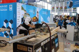 Alexander Bruns, Goldmedaillengewinner bei der Zimmerer-Europameisterschaft 2018, beim Training am Stand des Zentralverbands des deutschen Baugewerbes auf der Messe BAU 2019