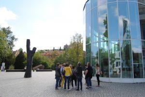Unternehmerfrauen des bayerischen Zimmererhandwerks vor der Konzerthalle Bamberg