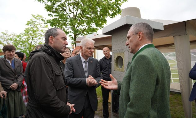 Energieschau; Neufahrn; Erlus; Hubert Aiwanger