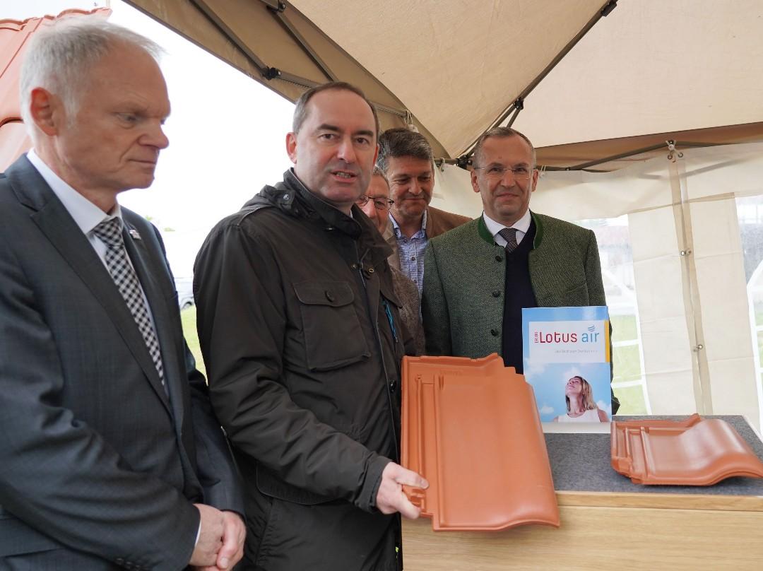 Energieschau; Neufahrn; Erlus; Hubert Aiwanger; Peter Hoffmann