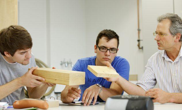 Studenten; Holzbau