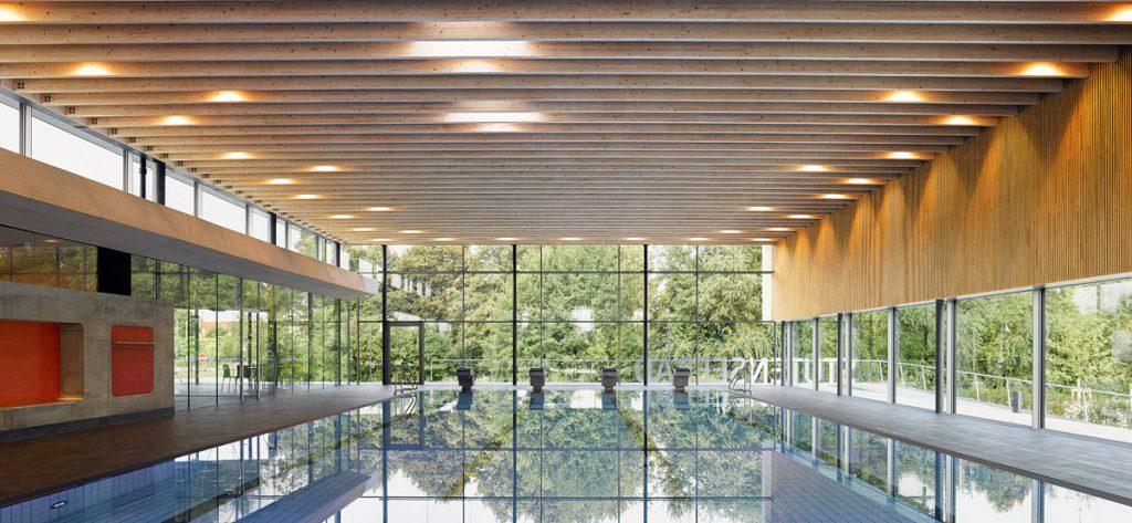 Blick auf das Schwimmbecken im Hallenbad Stutensee