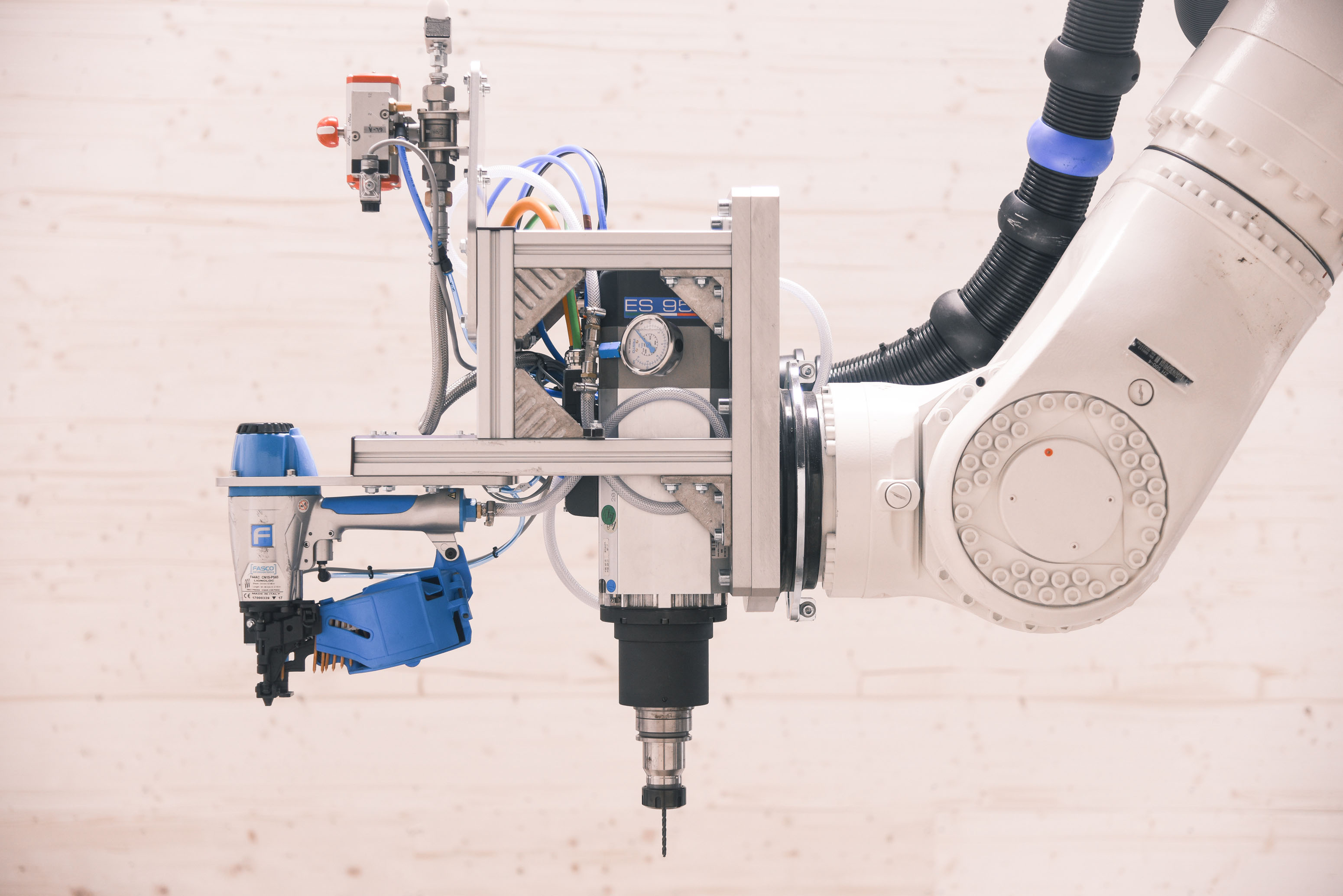 Roboter; Holznägel