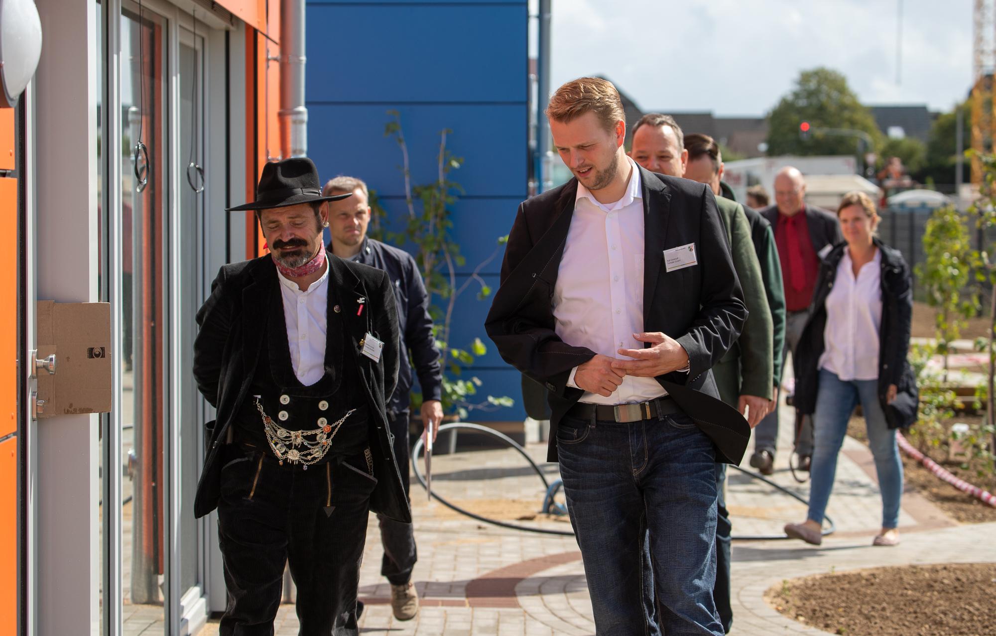 Johannes Schmitz und Ralf Dinkhoff bei Baubesichtigung