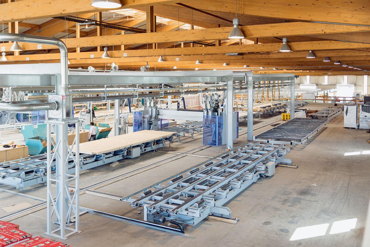 Blick auf die Wandproduktionslinie der Haas Fertigbau GmbH