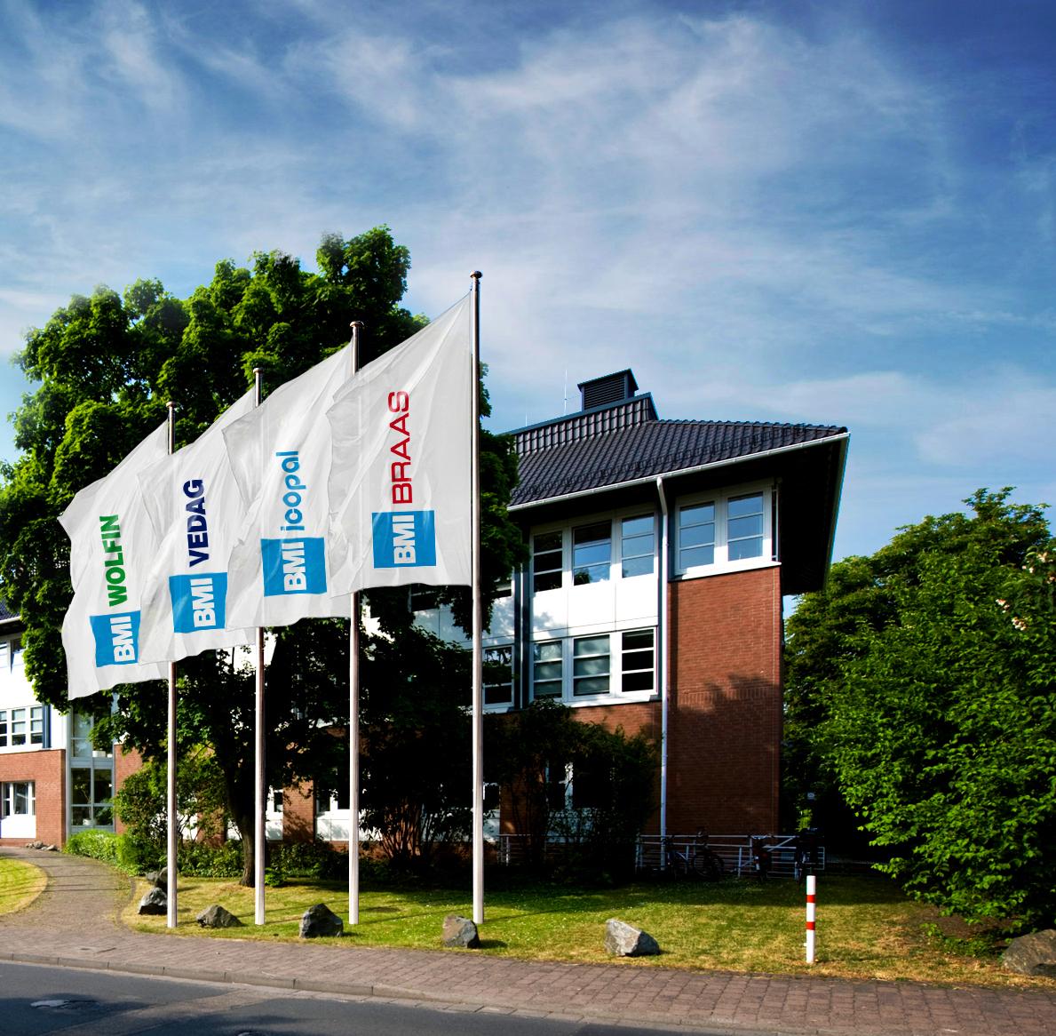 BMI Zentrale mit vier Flaggen