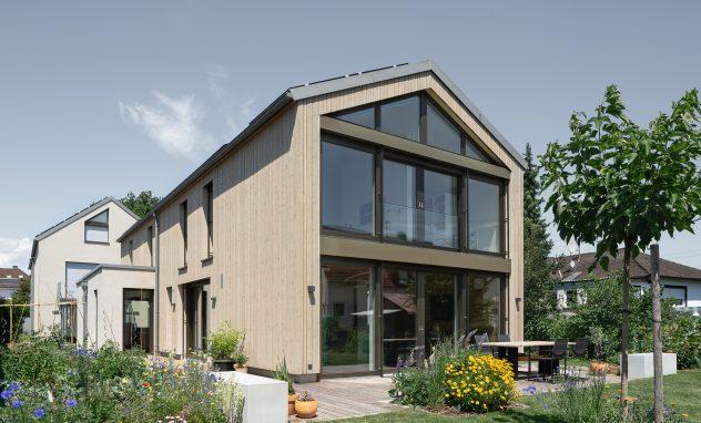 Haus mit Beton und Holz