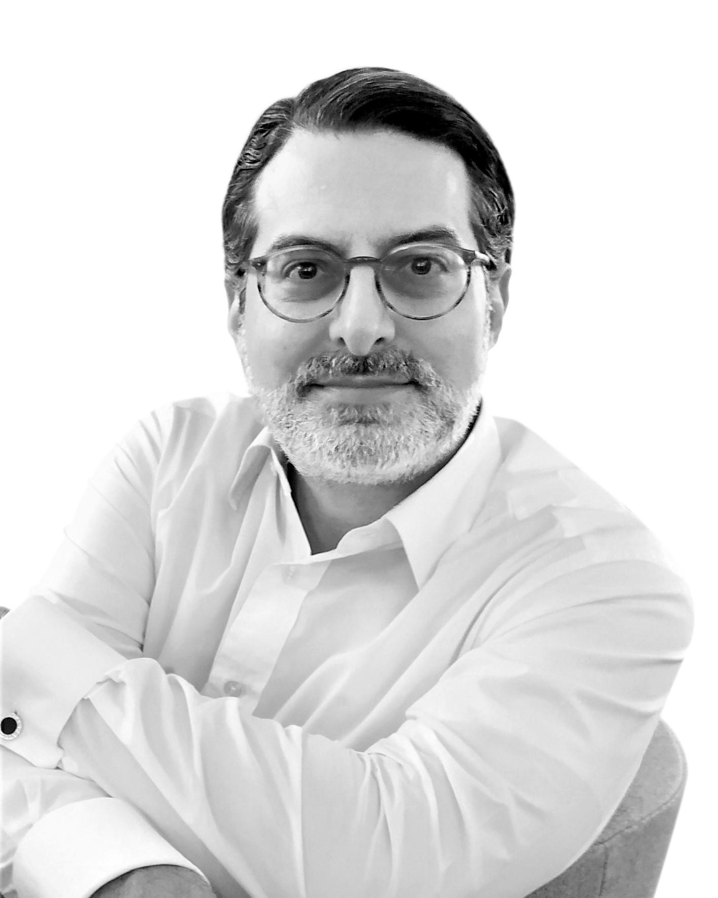Porträtfoto im weißen Hemd